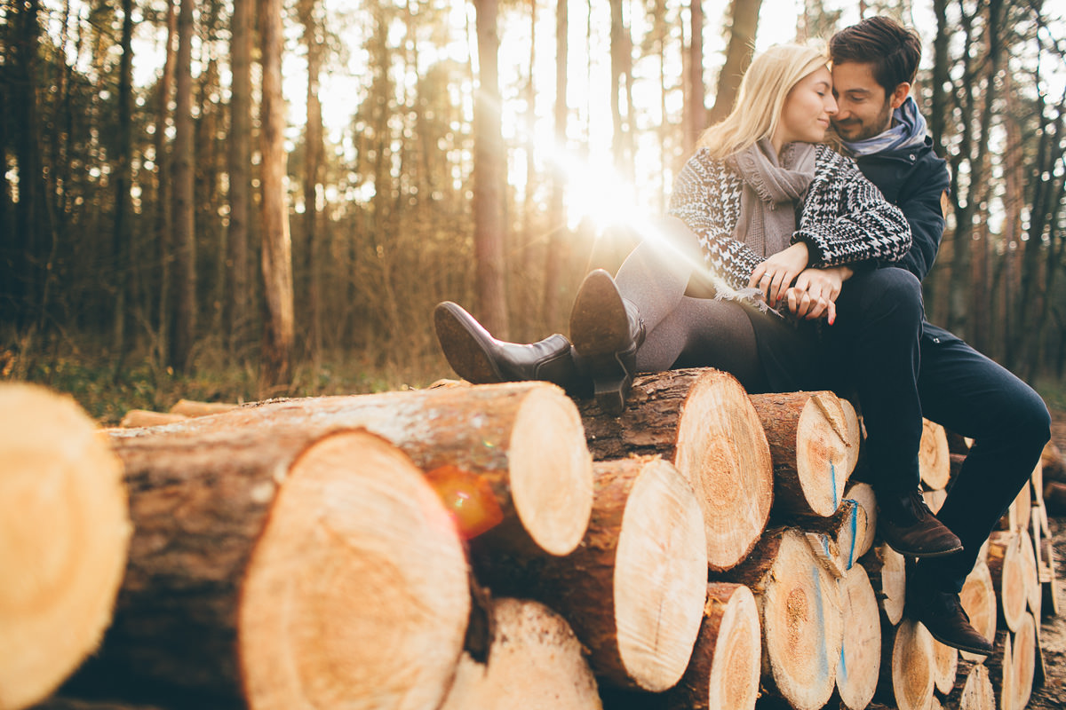 intimate destination enagegement photography in the woods on the wood logs