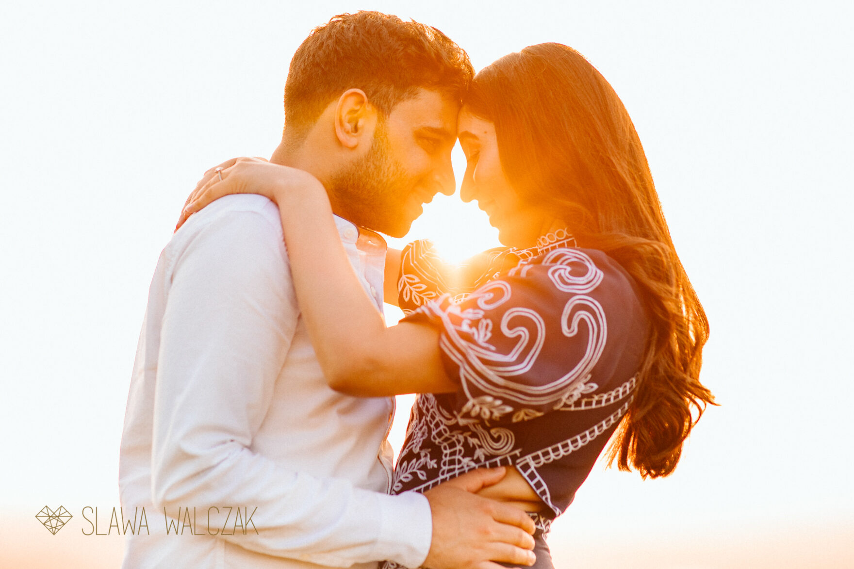 golden hour engagement photo in Cotswolds